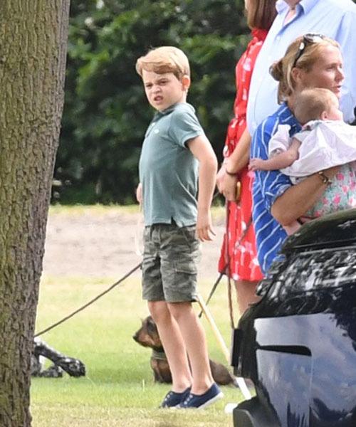 George trông lớn phổng và có dáng người giống bố William.