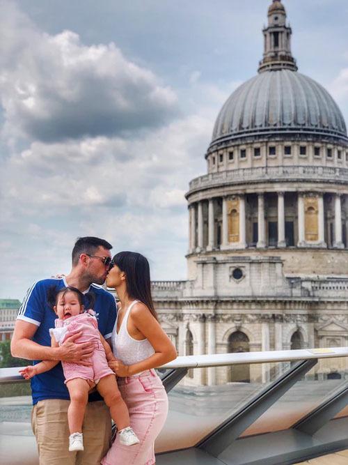 Gia đình Hà Anh đang tận hưởng kỳ nghỉ ở Anh.