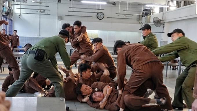 P Storm duy trì phong cách phim hình sự đặc trưng của Hong Kong. Phim khởi chiếu ở Việt Nam từ 12/7.