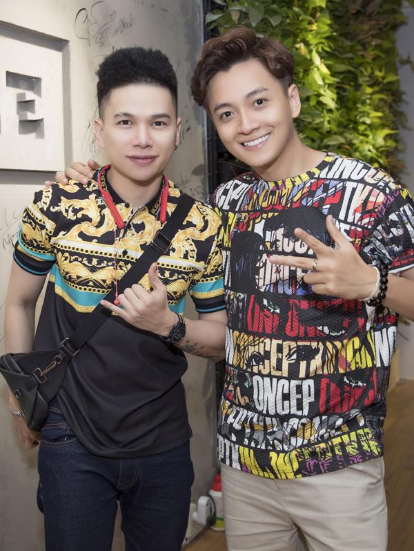 Hoàng Tôn ủng hộ đồng nghiệp làm kinh doanh, bên cạnh hoạt động nghệ thuật.
