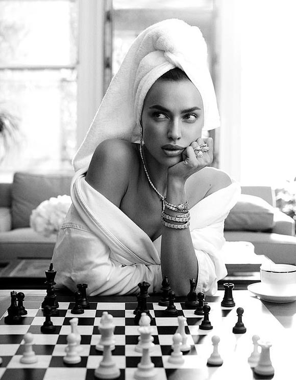 Irina Shayk trên tạp chí Harpers Bazaar.