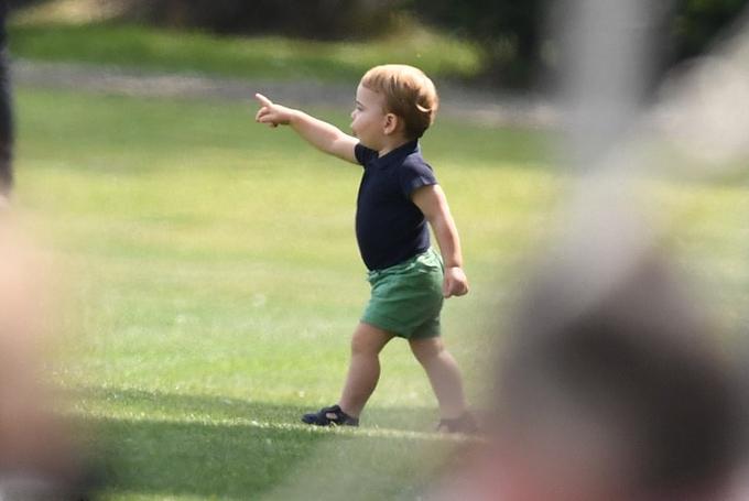 Những khoảnh khắc làm tan chảy trái tim fan của Hoàng tử Louis - 1