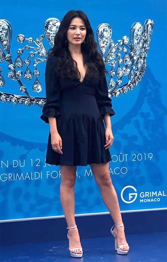 Nữ diễn viên gây xôn xao dư luận khi tuyên bố ly hôn chồng - tài tử Song Joong Ki hồi cuối tháng 6vừa qua. Hiện tại, cả hai đang trong quá trình chờ thủ tục ly dị hoàn thành, dự kiến kéo dài 1 tháng.