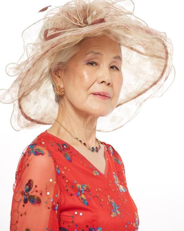 Cụ bà Hàn Quốc đổi đời nhờ mái tóc bạc trắng - 4