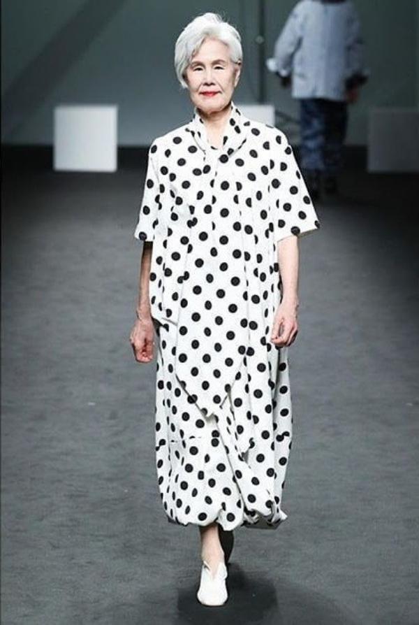 Cụ bà Hàn Quốc đổi đời nhờ mái tóc bạc trắng - 5