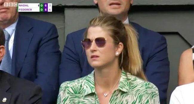 Bà xã Mirka của Federer có mặt ở khu VIP khán đài Wimbledon.