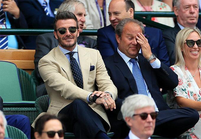 Cựu tiền vệ MU thích thú thưởng thức những pha bóng đẹp của Nadal và Federer. Một ngày trước đó, ông bố 4 con cùng mẹ, bà Sandra, tới cổ vũ hai trận bán kết đơn nữ cũng ở sân trung tâm.