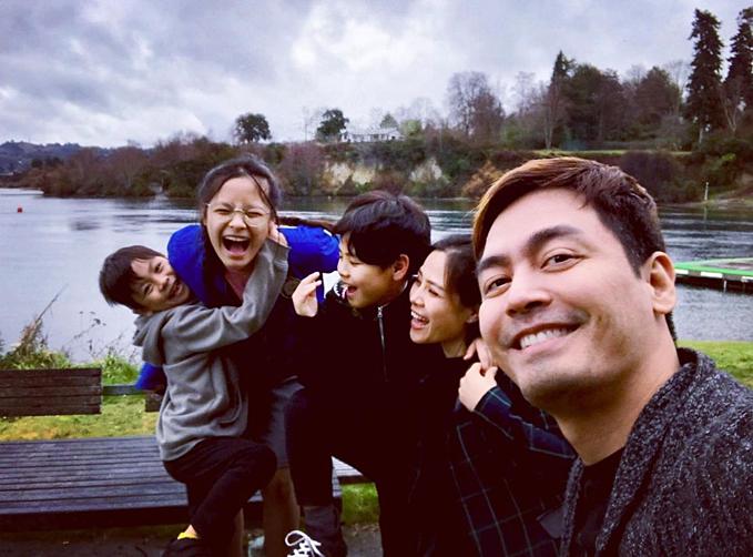 MC Phan Anh chia sẻ khoảnh khắc hạnh phúc bên vợ và 3 con.
