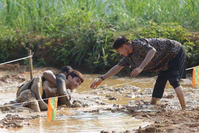 HHen Niê, Kỳ Duyên liên tục ngã khi chạy xe côn ở Hà Giang - 9