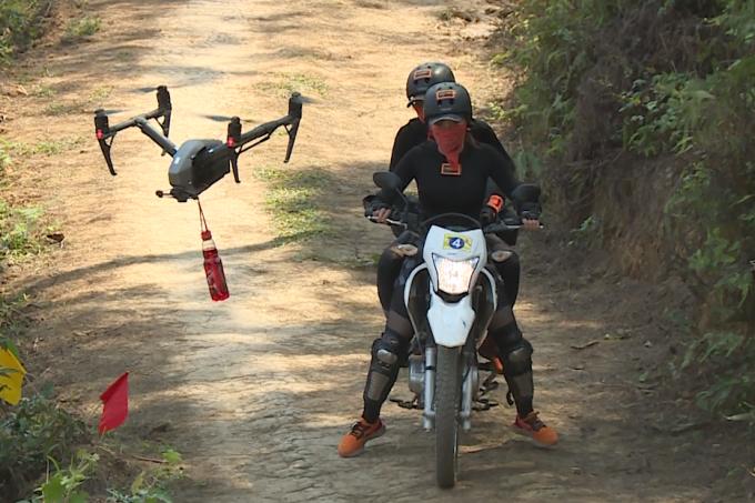 HHen Niê, Kỳ Duyên liên tục ngã khi chạy xe côn ở Hà Giang - 2