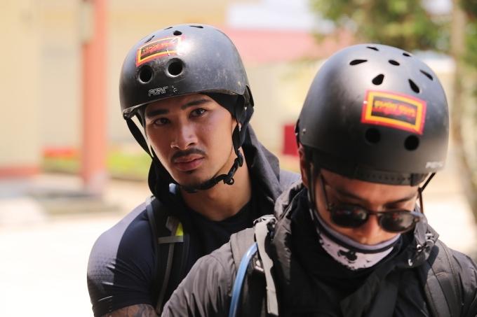 HHen Niê, Kỳ Duyên liên tục ngã khi chạy xe côn ở Hà Giang - 4