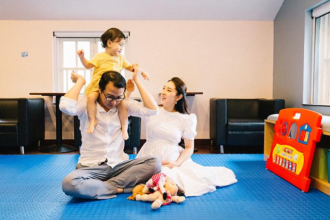Khi bé Kem chưa đầy 1 tuổi rưỡi, Bảo Trâm đã mang bầu lần hai. Bảo Trâm cho biết vợ chồng cô bị vỡ kế hoạch nhưng rất hạnh phúc khi có tin vui. Em bé trong bụng Bảo Trâm là con gái, được bố mẹ đặt tên ở nhà là Ốc.