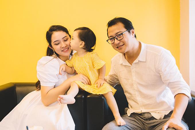 Sự xuất hiện của con gái đầu lòng sau thời gian trải qua nỗi lo hiếm muộn khiến hôn nhân của Bảo Trâm và Hải Linh thêm hạnh phúc.