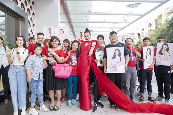 Anglea Phương Trinh cho biết, cô luôn trân quý tình cảm của các fan dành cho mình. Cô luôn cố gắng nỗ lực trong cuộc sống và công việc để không làm những người yêu thương mình phải thất vọng.