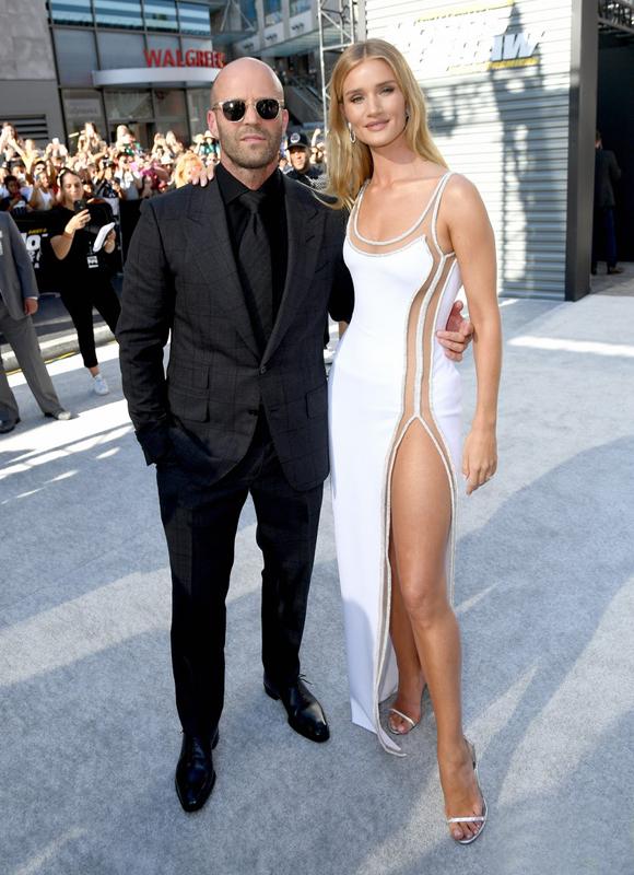 Jason Statham vàRosie Huntington-Whiteley tới buổi lễ ra mắt phim tại nhà hát Dolby, Los Angelestrong sự chào đón cuồng nhiệt của hàng nghìnngười hâm mộ.
