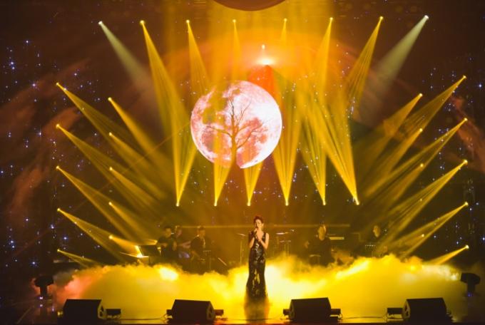 Liveshow Biển tình của Lệ Quyên được đánh giá là một trong những show diễn thành công của nữ ca sĩ với giọng ca đầy nội lực.