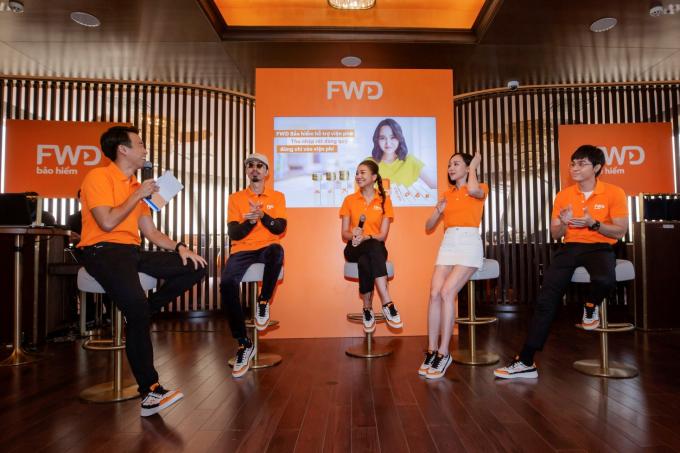 Ca sĩ Tóc Tiên, siêu mẫu Thanh Hằng, ca sĩ Đen Vâu, ca sĩ Jun Phạm và MC Quang Bảo cùng trải nghiệm việc tham gia sản phẩm FWD Bảo hiểm hỗ trợ viện phí.