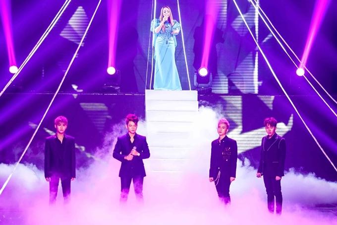 Trong đêm thi, Thanh Hà có màn trình diễn bản mash-up nhiều ca khúc về mẹ cùng học trò nhóm nhóm nhạc Dominix.