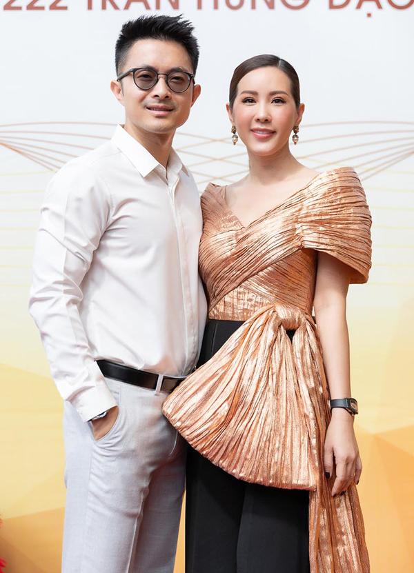 Bạn trai doanh nhân kém 10 tuổi luôn sát cánh bên Thu Hoài. Tuy chênh lệch tuổi tác nhưng Hoa hậu Phu nhân tiết lộ, người yêu tính cách chững chạc, luôn cưng chiều cô như em bé.