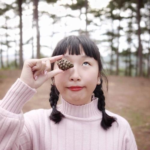 Trang Hý được yêu thích nhờ phong cách lạ.