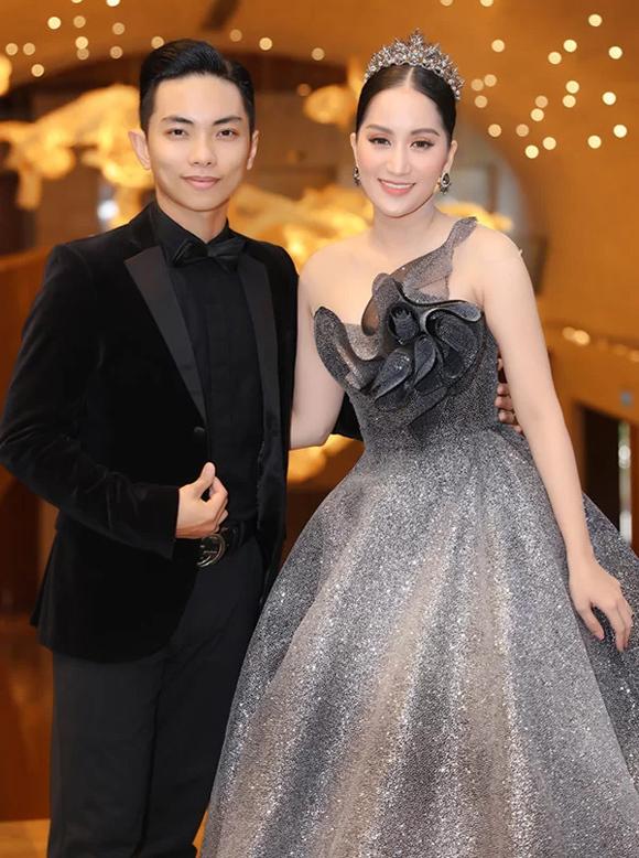 Kiện tướng dancesport Khánh Thi lộng lẫy cùng mẫu đầm xòe rộng bồng bềnh, kết hoa 3D khéo léo của NTK Anh Thư.