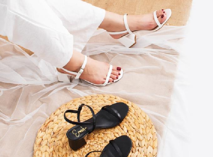 Nếu chuộng những mẫu sandal dây mảnh hơn, bạn gái có thể chọn mẫu giày cao gót block heel Erosska với phần đế vuông 7cm, quai mảnh thời trang. Giá 159.000 đồng.