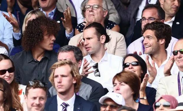 David Luiz cũng gây chú ý với mái tóc xù khi ngồi trên khán đài chung kết Wimbledon.