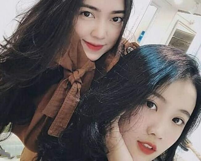 Bạn gái Đức Chinh (trên) và bạn gái Đoàn Văn Hậu. Ảnh: Instagram.