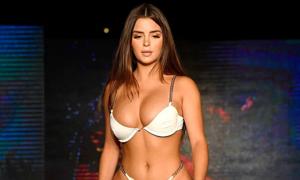 'Bản sao Kylie Jenner' lộ vòng ba sần sùi trên sàn diễn
