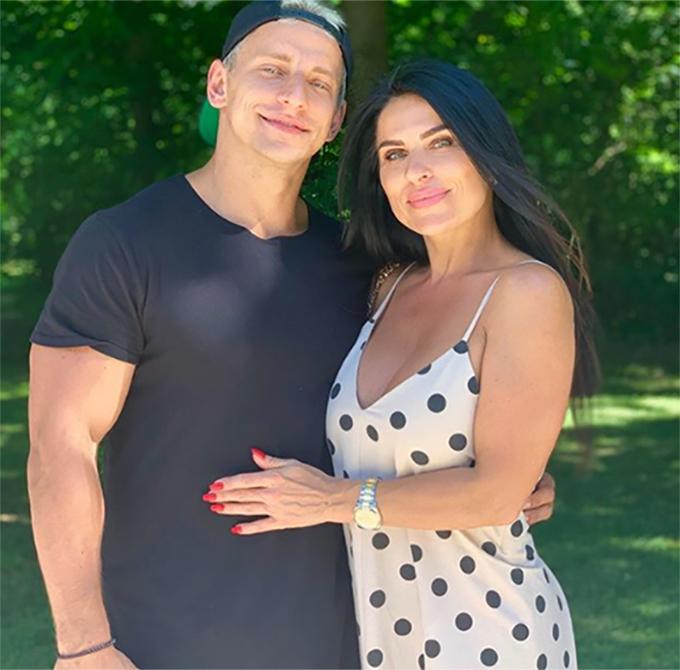 Vitaly Zdorovetskiy và mẹ. Ảnh: Instagram.