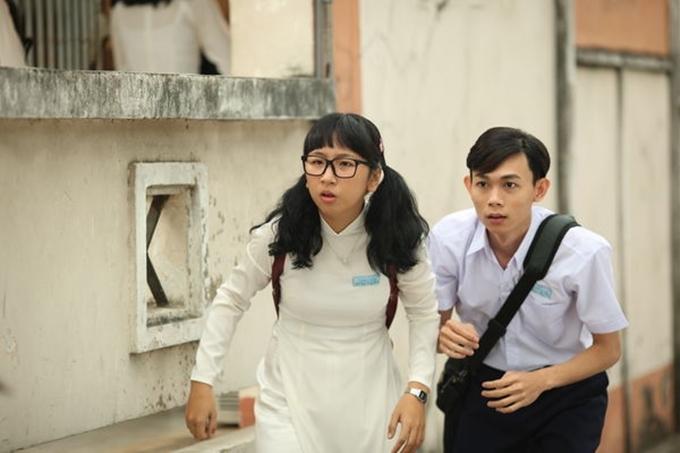 Trang Hý trên poster phim Em gái mưa năm 2018.