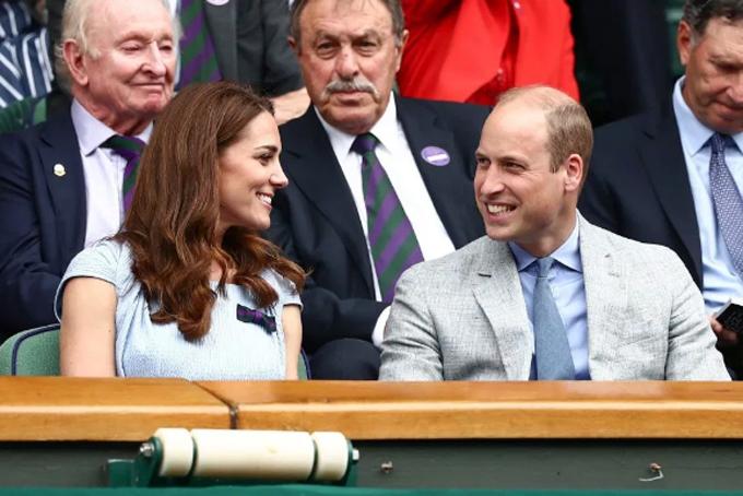 Trước đó, Nữ công tước xứ Cambridge cùng chồng, Hoàng tử William, tới san SW19 để theo dõi trận chung kết.