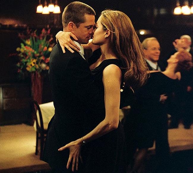 Một nụ hôn cần đến 30 cơ mặt làm việc, từ đó giúp cải thiện độ đàn hồi cho làn da.