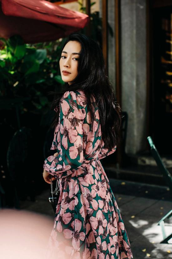 Nét đẹp nhẹ nhàng của Mai Thanh Hà dễ tạo nên thiện cảm với giới công sở. Chính vì thế cô luôn là gương mặt được các nhà mốt Việt yêu thích khi giới thiệu các bộ sưu tập ứng dụng.