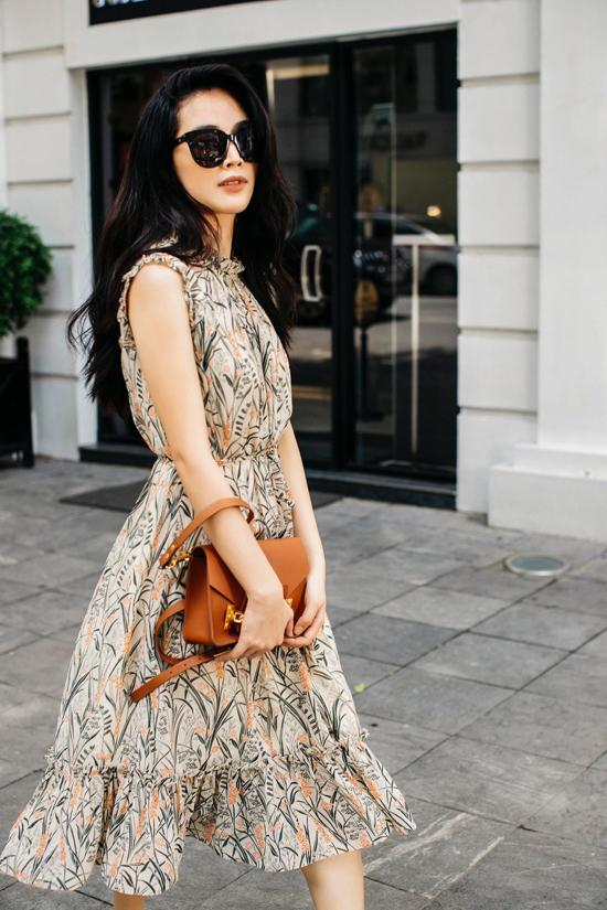 Để giới thiệu các mẫu thiết kế mới cho mùa hè thu 2019, Giao Linh đã mời Mai Thanh Hà chụp bộ ảnh dạo phố thực hiện tại Hà Nội.