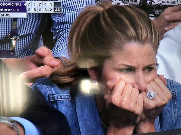 Mirka căng thẳng khi trận đấu bước vào set 5 quyết đinh