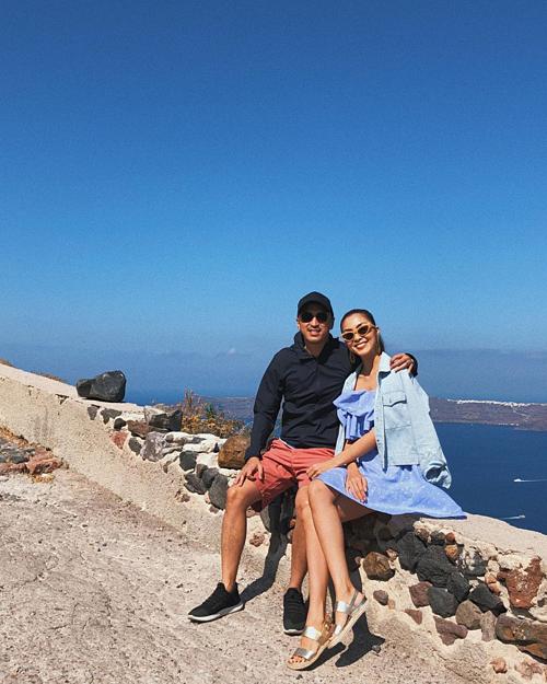 Tăng Thanh Hà hạnh phúc bên ông xã trong chuyến du lịch đảoSantorini -Hy Lạp.