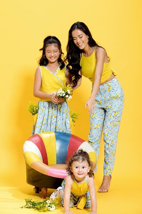 Như Vân và hai con gái làm mẫu giới thiệu bộ sưu tập Maika của mẹ của nhà thiết kế An Nhiên.