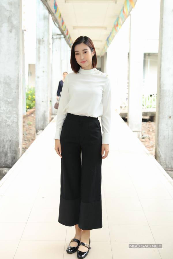 Sáng sớm 16/7, Hoa hậu Đỗ Mỹ Linh đến bệnh viện Chợ Rẫy để làm thủ tục hiến tạng.