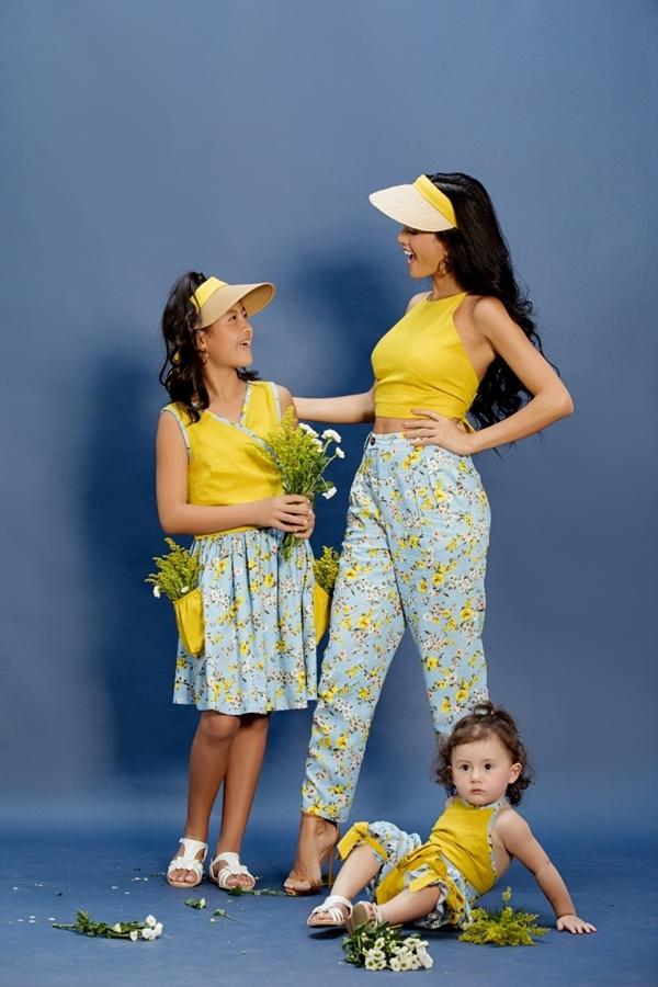 Bộ sưu tập Maika của mẹ của nhà thiết kế An Nhiên lấy cảm hứng từ tác phẩm văn học Maika, cô bé từ trên trời rơi xuống của Tiệp Khắc. Các thiết kế dành cho mẹ và bé, sử dụng chất liệu thoáng mát như: cotton, chiffon, kaki, lụa. Họa tiết trong bộ sưu tập gần gũi thiên nhiên, mang lại sự tươi mát và năng động cho ngày hè.   Ba mẹ con Như Vân sẽ làm vedette cho bộ sưu tập trong khuôn khổ chương trình Pink Summer Kids diễn ra vào ngày 19/7 tại TP HCM.