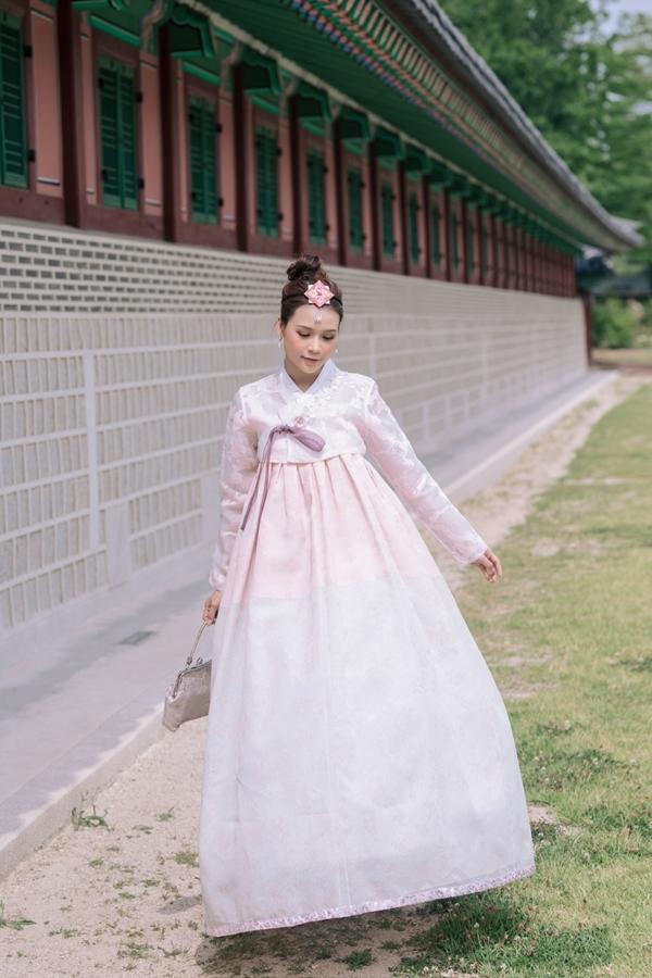 Người đẹp thích xem phim Hàn và ngưỡng mộ tinh thần làm việc của các diễn viên xứ sở kim chi.