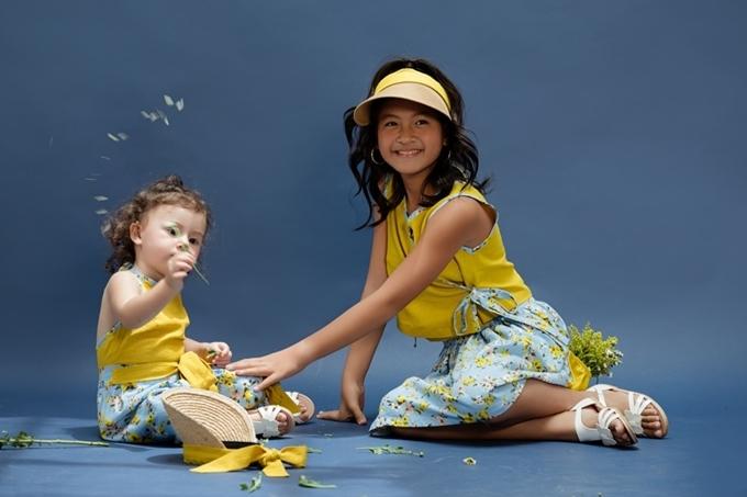 Như Vân khuyến khích các con tham gia hoạt động thể chất bên ngoài. Cô đưa hai bé đi chơi công viên, cắm trại hoặc về quê ở Đà Lạt vào mỗi dịp nghỉ lễ.