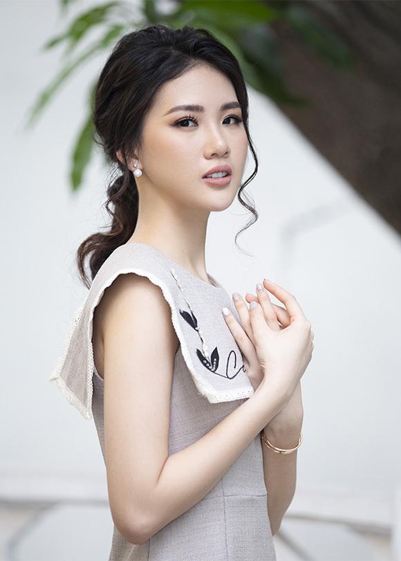 Siêu mẫu Quỳnh Hoa tại buổi gặp gỡ báo chí giữa tháng 7/2019 ở Hà Nội.