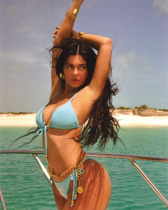Kylie Jenner tự thưởng cho bản thân một kỳ nghỉ dài để nạp lại năng lượng cùng hội chị em bạn dì ở hòn đảo nhiệt đới ngoài vùng biển Caribbe.