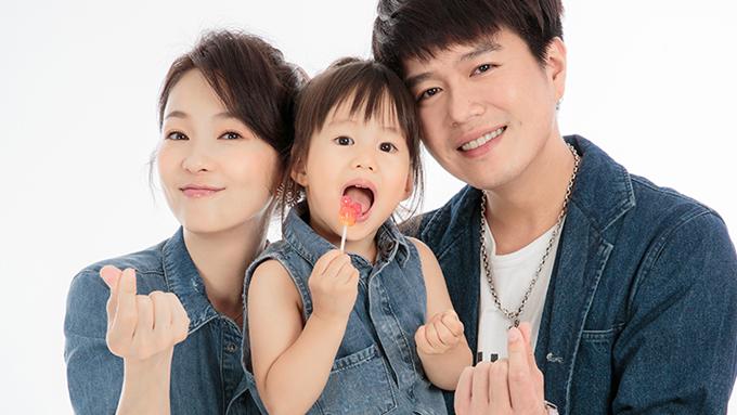Lục Nguyệt cùng chồng và con gái lớn.