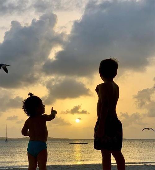 Khoảnh khắc đáng yêu của anh cả Thiago và em thứ ba Ciro
