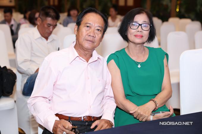 Bố mẹ nữ ca sĩ hết lòng ủng hộ dự án ý nghĩa của con gái và con rể. Bố Lâm Khánh Chi khuyên những người trong cộng đồng LGBT nên mạnh dạn sống thật, tìm hạnh phúc cho mình.