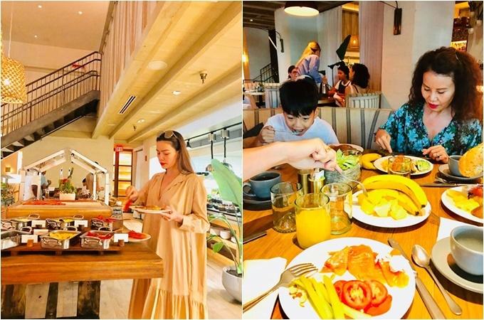 Trên trang cá nhân, bà Ngọc Hương – mẹ Hà Hồ - đăng tải loạt khoảnh khắc cả gia đình cùng đi ăn sáng, đạp xe dạo quanh bãi biển.