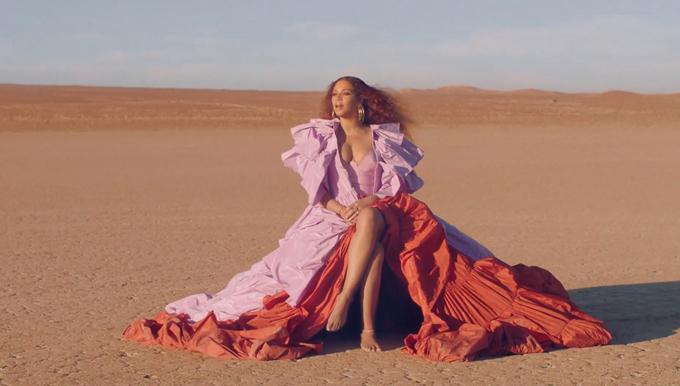 Beyonce đẹp lộng lẫy như nữ hoàng trong MV.