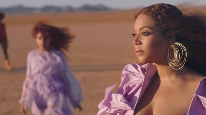 Blue Ivy là con gái đầu lòng của Beyonce và rapper Jay Z. Cô bé vốn có cá tính mạnh mẽ và già dặn hơn so với tuổi. Blue Ivy mới góp mặt với vai trò cameo trong một vài MV của bố mẹ chứ chưa thực sự bước chân vào showbiz.